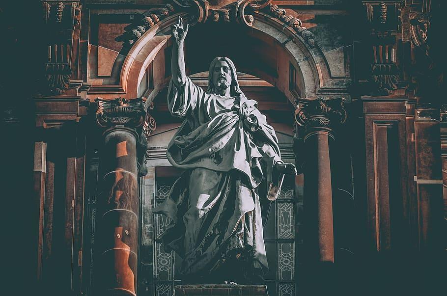 Hıristiyanların düşüncesine göre Tanrı nasıl bir zattır?