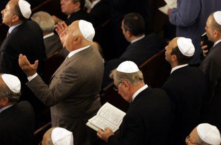 Kuran, Yahudi ve Hıristiyanlarla arkadaş olmayın diyor mu?