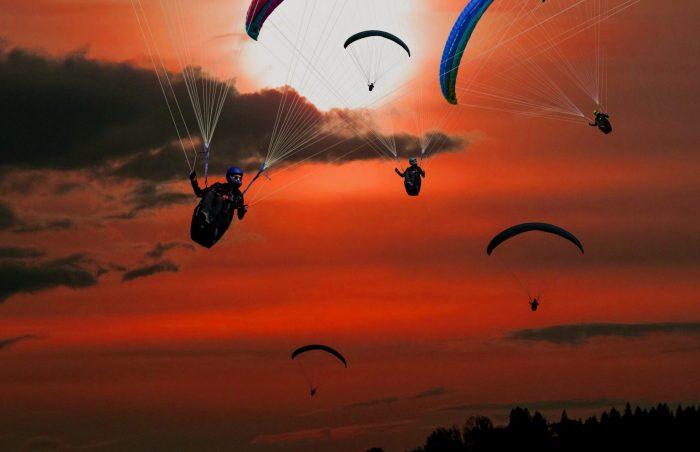 Paraşüt ile atlama sporunda yaşam tehlikesi var, acaba buna izin verilir mi?